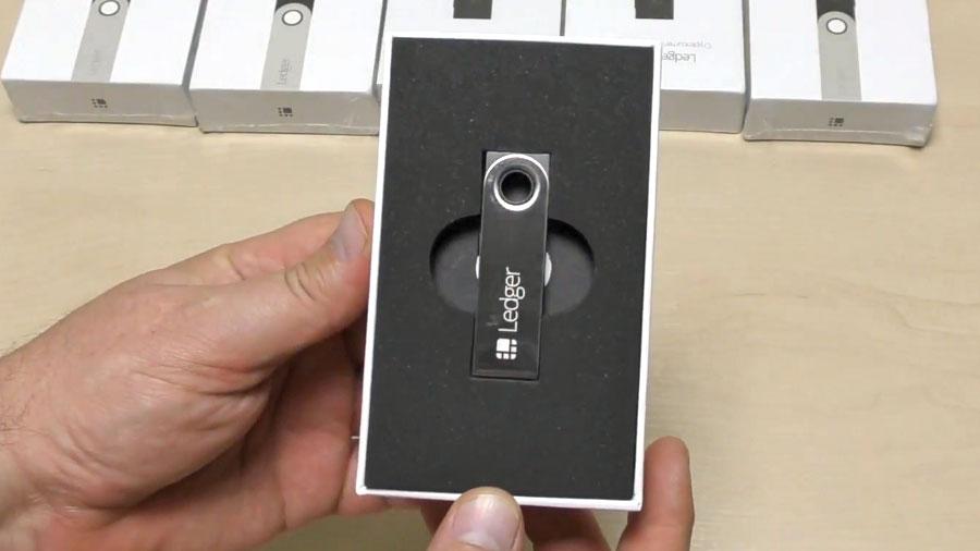 Ledger Nano S распаковка