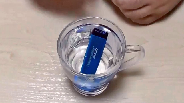 Kingstone DataTraveler 2000 тест в воде