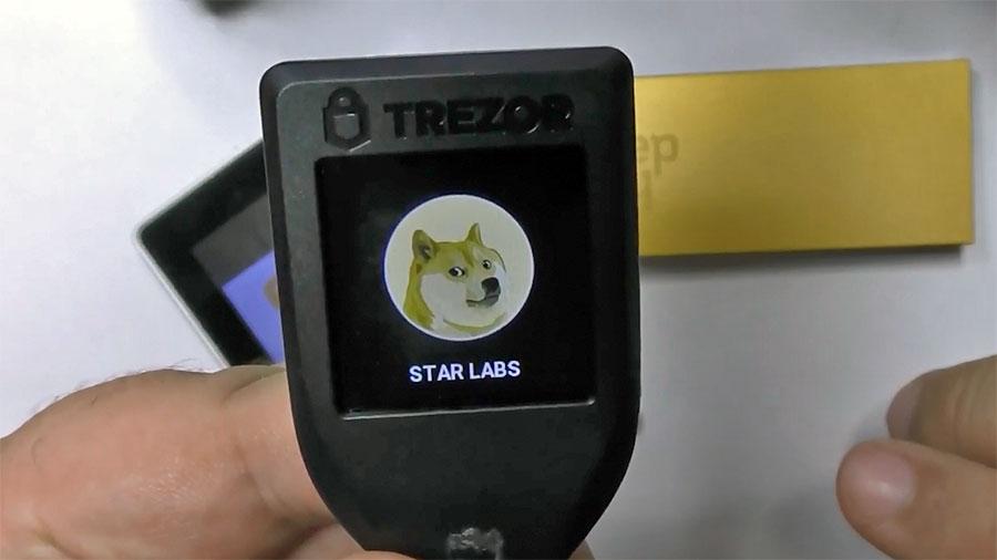 Крипто-кошелек Trezor T